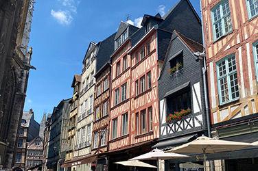 Bâtiment situé dans la ville de Rouen, en Normandie